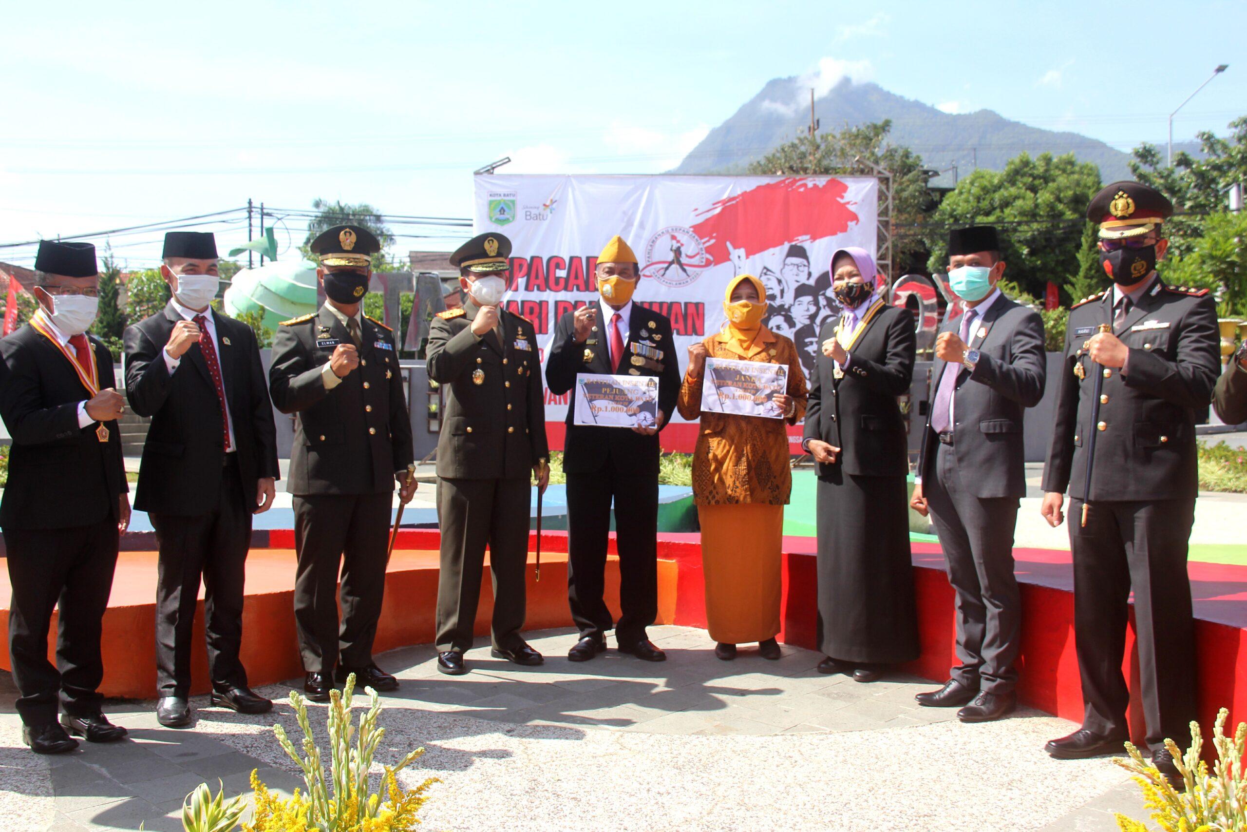 UPACARA HARI PAHLAWAN DAN ZIARAH DALAM RANGKA HUT KE-74 ARHANUD TNI AD TA 2020