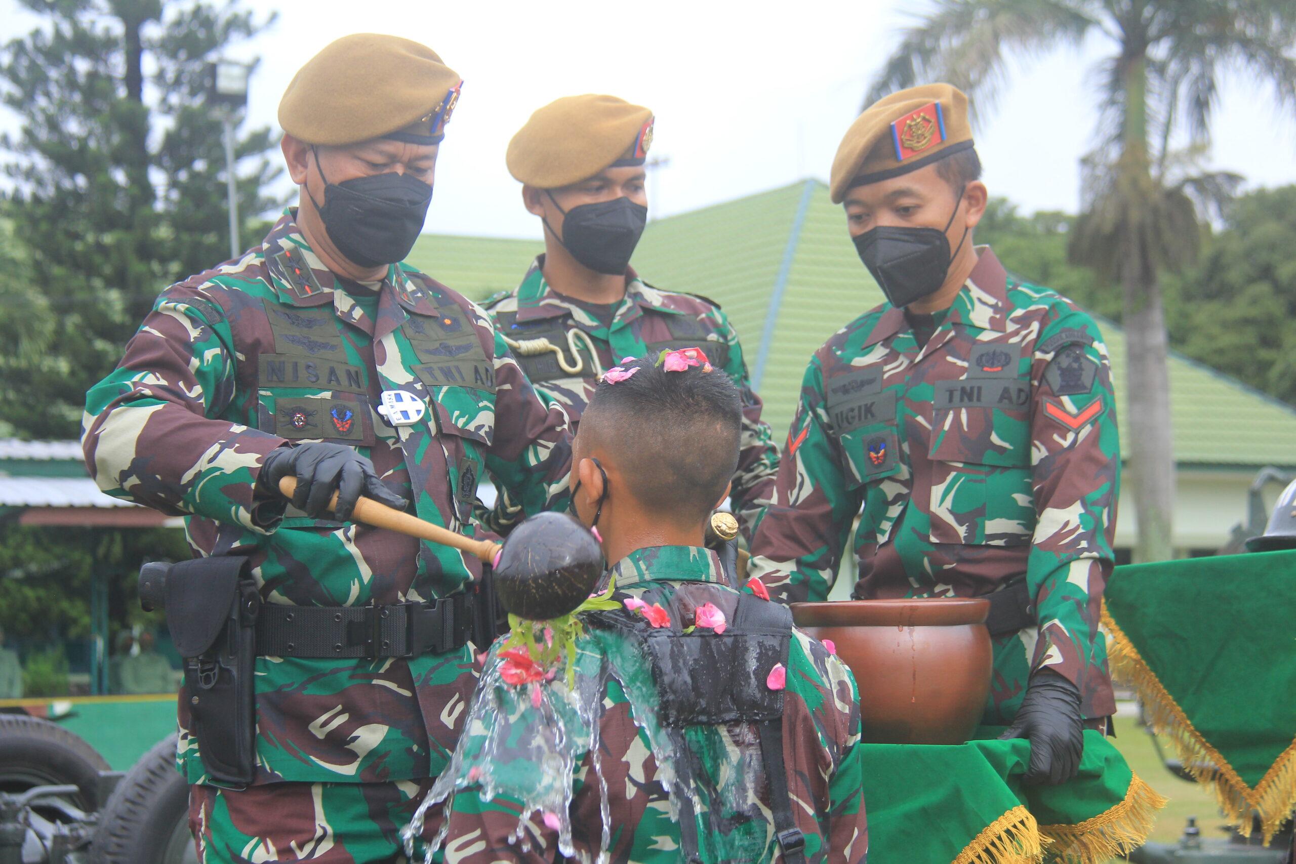 UPACARA TRADISI KORPS PEMBARETAN DAN PENYEMATAN BREVET ARHANUD SISWA DIKJURTA ARHANUD ABIT DIKMATA TNI AD GEL I TA 2020